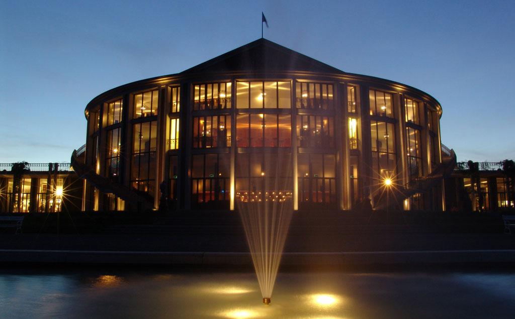 Festspielhaus bei Nacht